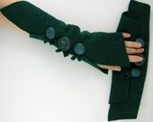Fingerless arm warmers mittens fingerless gloves arm cuffs in emerald green eco friendly recycled wool tagt curationnation