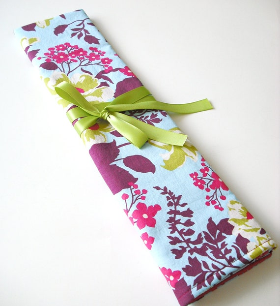 Knitting needle case/ organizer roll up, in sky rose bouquet.