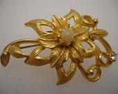 Vintage 70's - Women Brooch - Faux Pearl - White Crystal Rhinestone - Fashion Jewelry