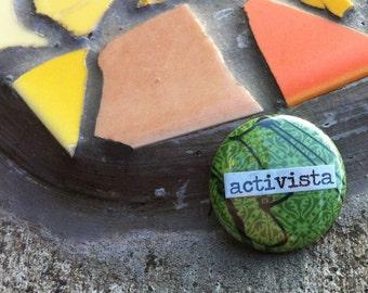 Activista - Spanish Language Pinback Button, Magnet, Zipper Pull, Mirror, Bottle Opener, or Ornament
