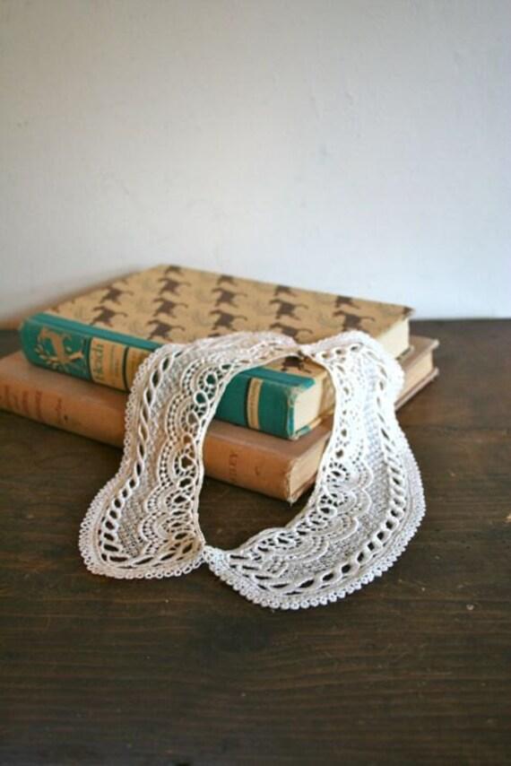 vintage lace peter pan collar - DOILY crochet callar