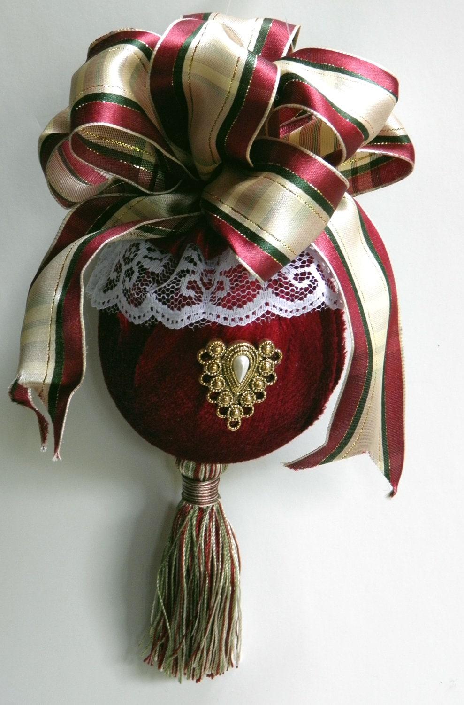 Elegant victorian christmas ornament