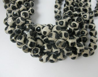 32 pcs black white tibetan agate in 12mm