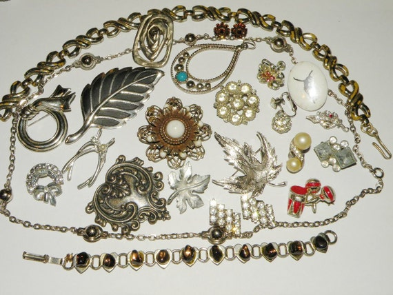 Vintage Destash Jewelry Lot Brooches Rhinestones Wear Repair or Use in Altered Art Projects Steampunk Supplies