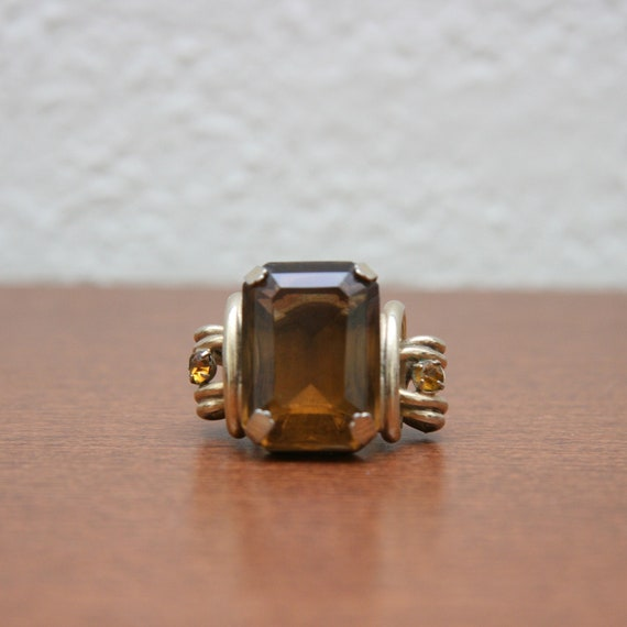Vintage 60s 70s Oversized Costume Cocktail Gold Toned Ring