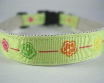 Lime Green Flowers hemp dog collar - 3/4in
