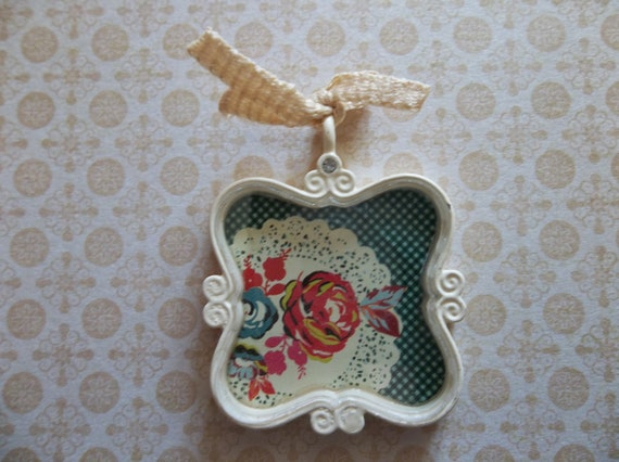 Cottage Chic Ivory Trinket Retro Kitsch Doily & Roses Pendant under Acrylic Glass with Bow and Rhinestone Accent - Qty 1