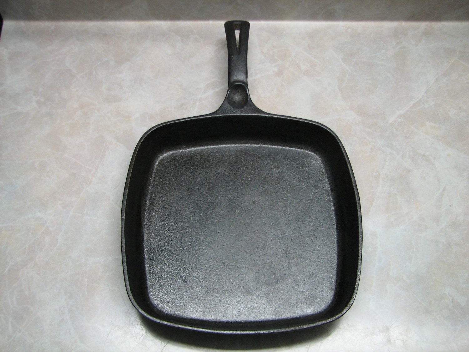 wagner sidney o cast iron square skillet by terenciostreasures. Black Bedroom Furniture Sets. Home Design Ideas