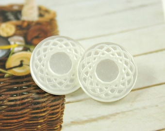 Flower Plastic Buttons - Glossy Pearl White Mandala Flower Plastic Buttons. 10 in a set, 0.59 inch