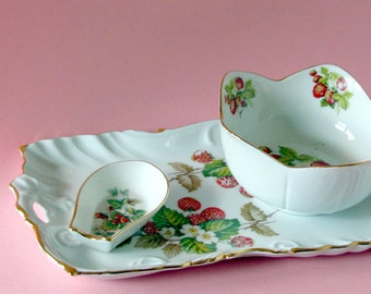Snack set with strawberry and blossom design with genuine gold that is handpainted