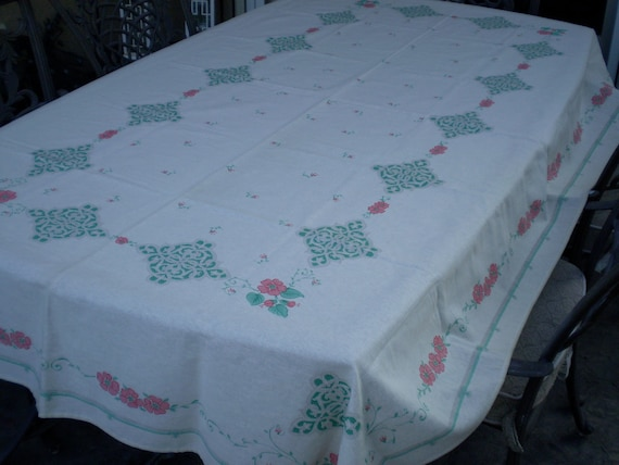 A vintage 1960s 1970s 100% cotton Italian off white rectangular art decor floral tablecloth