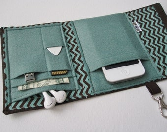 Nerd Herder gadget wallet in Mocha Mint- iPhone 5, Android, iPod, MP3, digital camera, smartphone, guitar picks