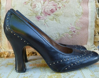 Black studded leather high heel wing tip vintage shoes/90s stacked high heels/9