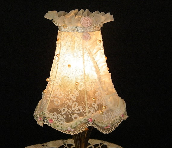 LAMP SHADE - vintage lampshade, in antique white lace. Housewares chic, romantic , handmade