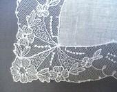 VINTAGE WEDDING HANKIE, Wedding White Tambour Lace, Scalloped Eqyptian Cotton Center, Feminine, Traditional, Excellent Vintage Condition