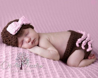 NEWBORN Girl SET, 0 to 1 Months Baby Girl Hat and Diaper Cover Set, Chocolate Brown, Pale Pink Bow, Diaper Cover with ruffles. Photo Props.
