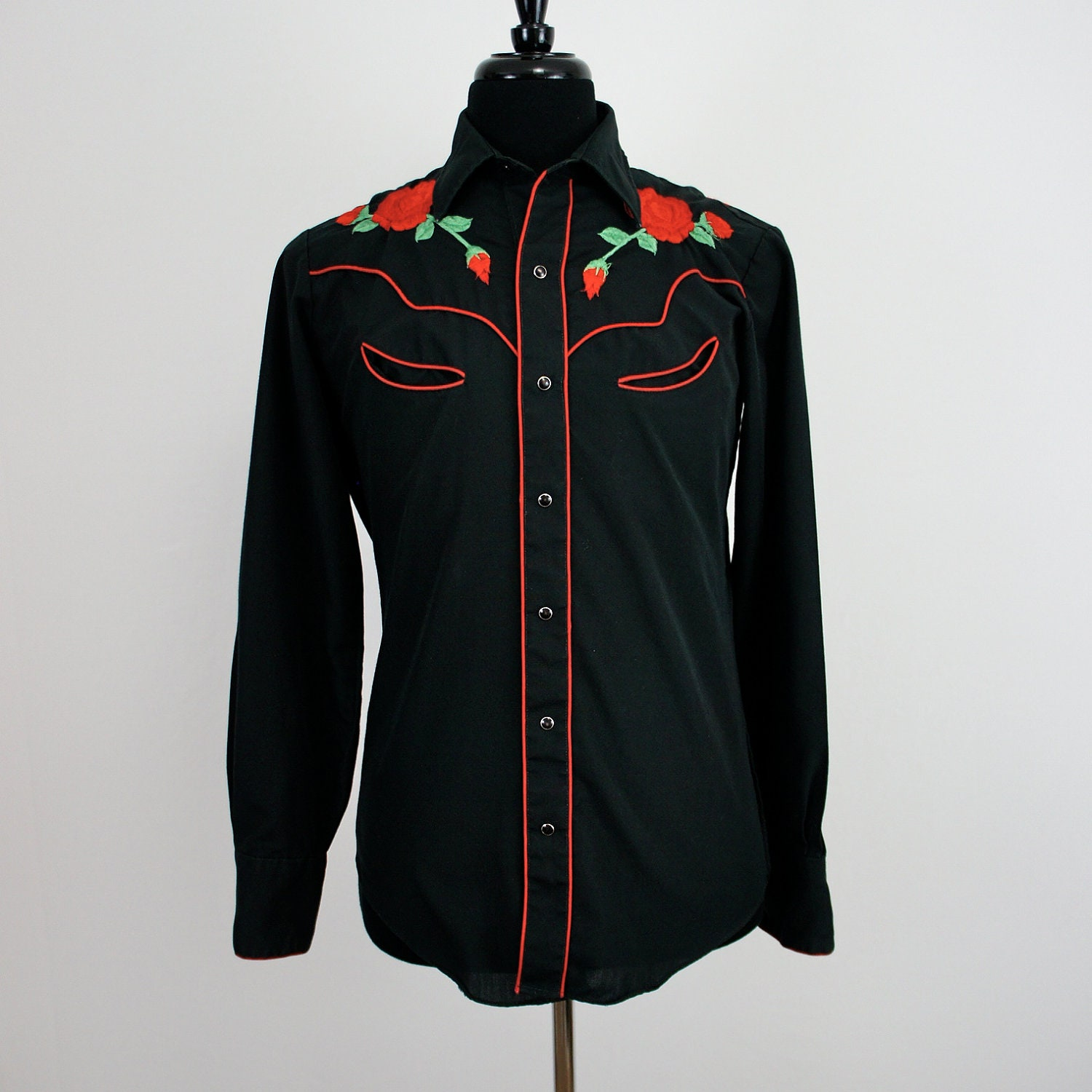 Vintage chute embroidered roses western shirt medium