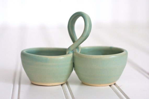 Pottery salt and pepper pinch pot with handle soft seafoam for Cute pottery designs