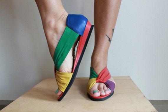 Vintage 80s Leather Sandals / Flats / Colorful Woven Straps / Vintage 80s / Size 7.5