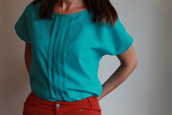 Silky Blouse  /  Basic T Shirt Style  /  Pleated Neon Turquoise  /  Vintage 80s  /  OSFM