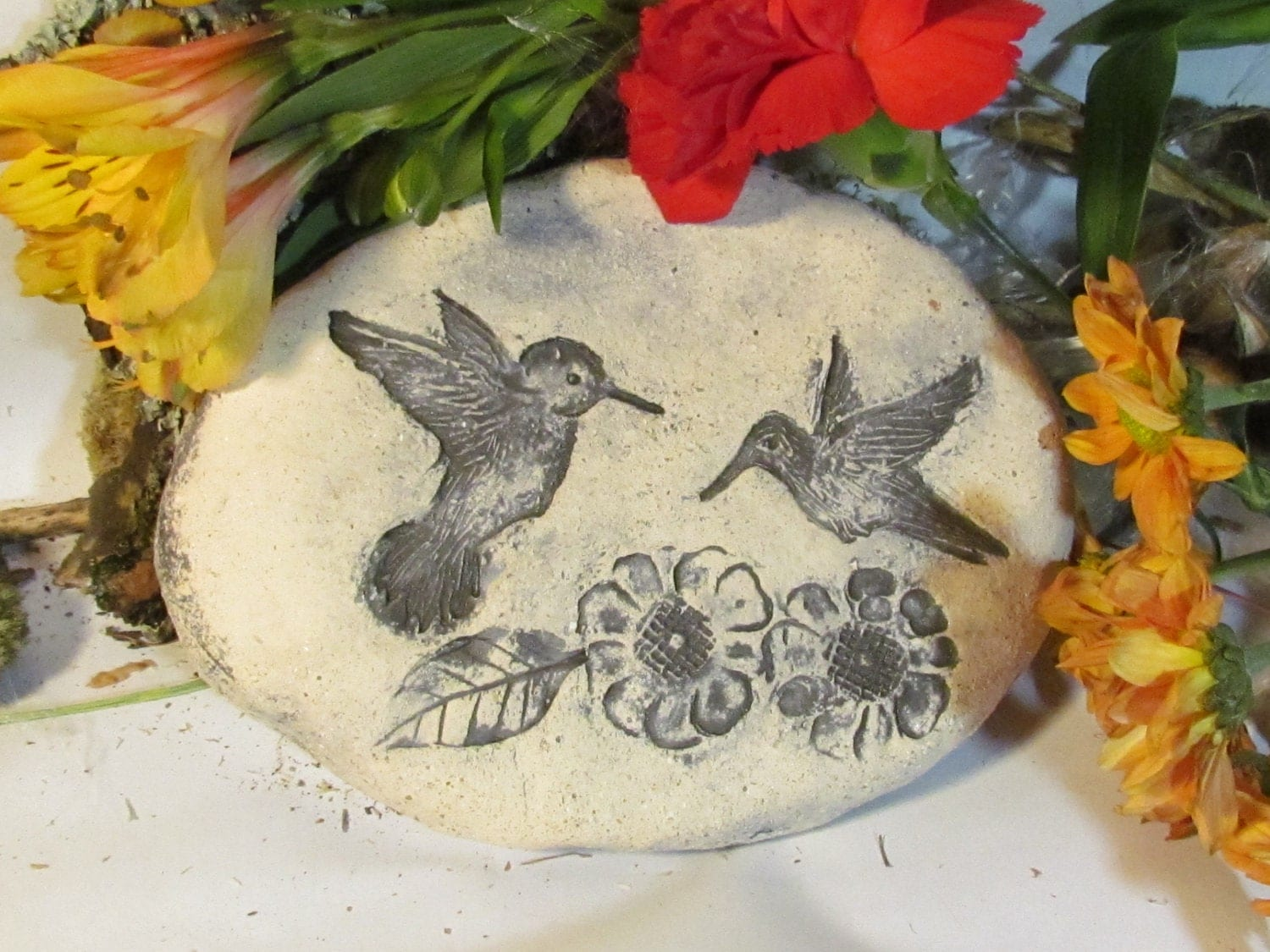 Hummingbird garden stone garden decor rustic outdoor garden for Hummingbird decor
