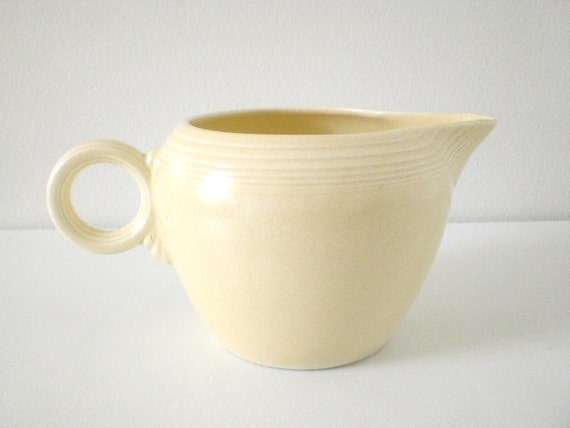 Vintage Fiestaware Two Pint Jug Pitcher Ivory Ring Handle