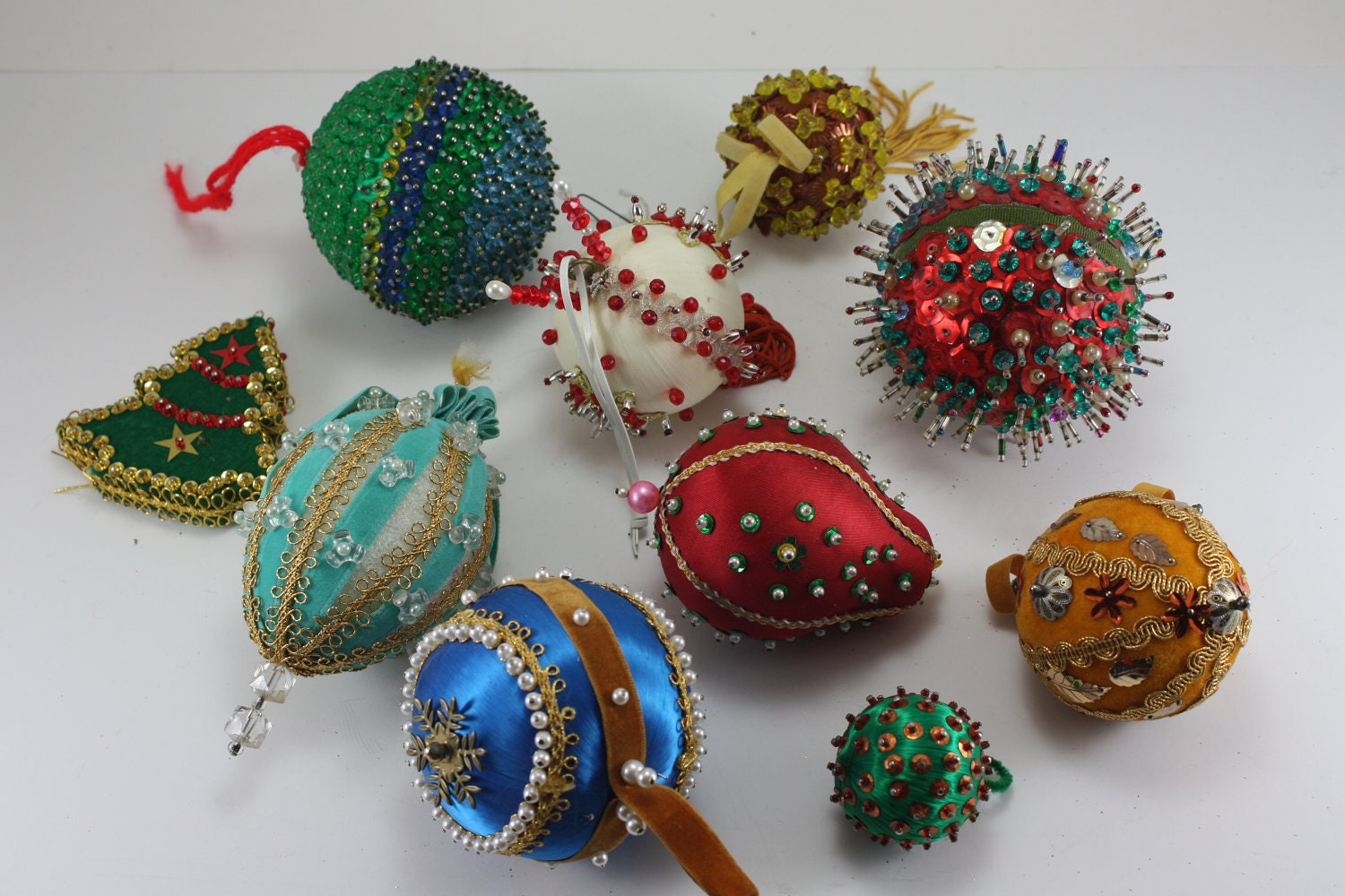 Handmade christmas ornaments with beads -  Zoom