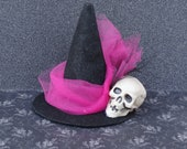 Mini witch hat black and hot pink with skull