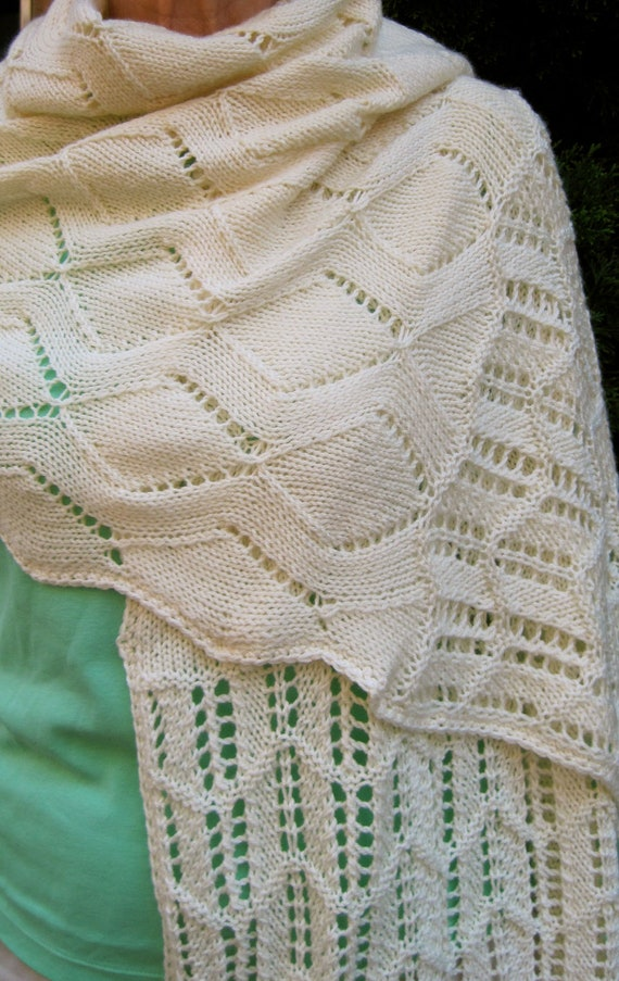 Scallop Knitting Pattern : Knit Wrap Pattern: Scalloped Lace Shawl Knitting Pattern