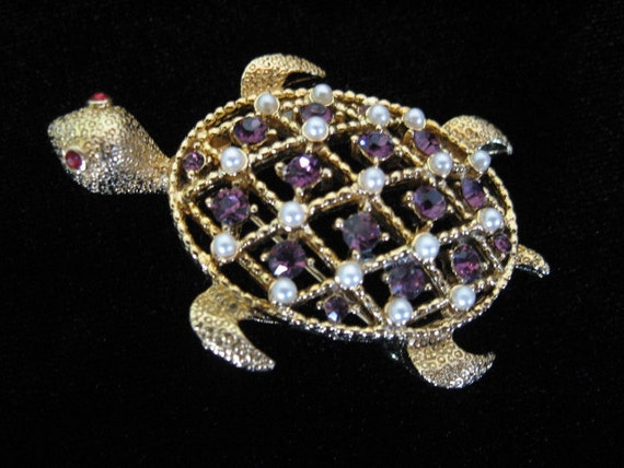 Vintage LISNER Turtle Brooch with Faux Pearls and Rhinestones