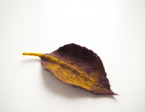 felted leaf pin brooch AUTUMN LEAF PURPLE / made to order