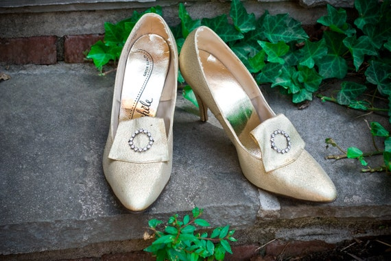 60s - Maries Shoe - gold metallic lame english or french style high heel pump fit for royalty - size 8 est