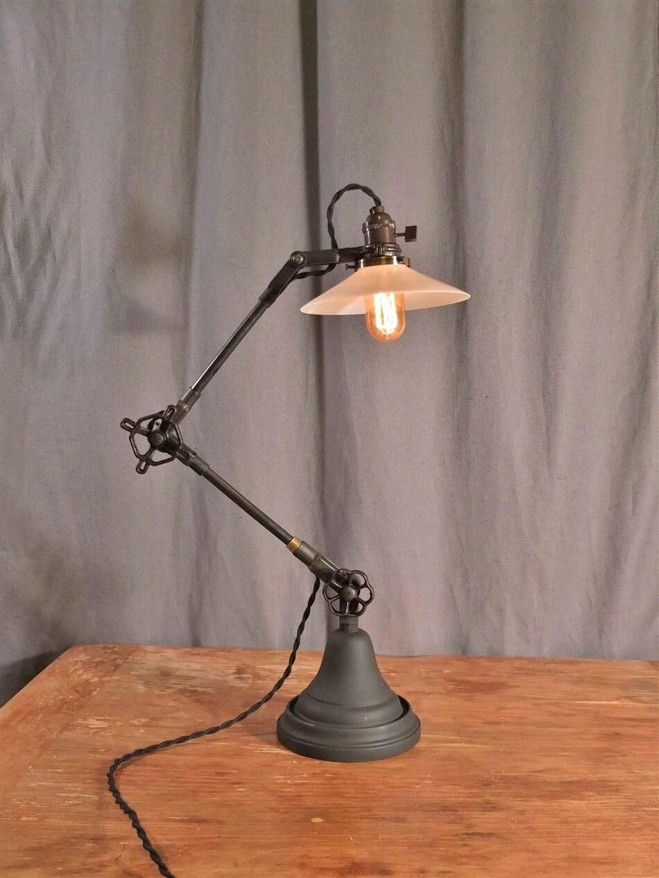 Vintage desk lamp -  Zoom