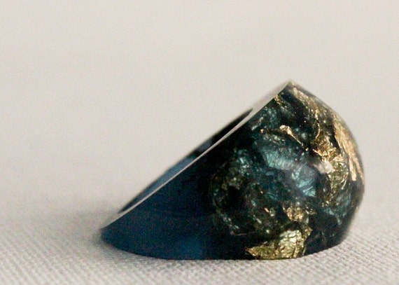 starry night midnight blue eco resin pebble shaped ring size 6 with suspended gold leaf