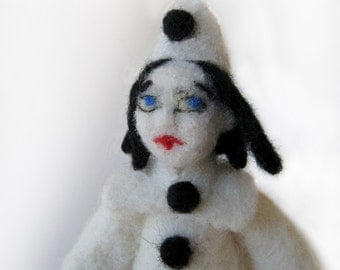 Piero - needlefelted sculpture
