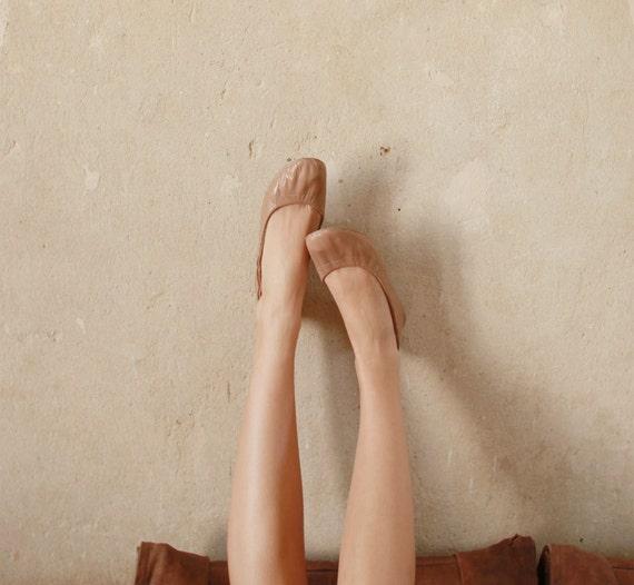 Sand or Cafe urban ballerinas.