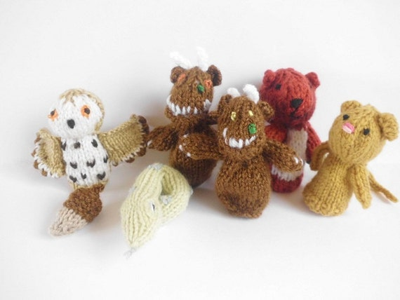 Knitting Patterns For Finger Puppets Free : PDF Knitting pattern Gruffalo Finger by HenniesNimbleneedles