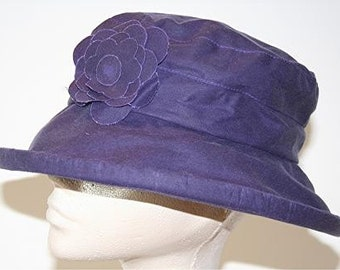 Waxed cotton rain hat in Purple