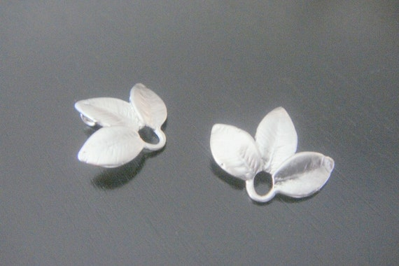 Matter Tarnish Resistant mini silver 3-leaf Connectors, Earring Findings, 2 pc BB12365