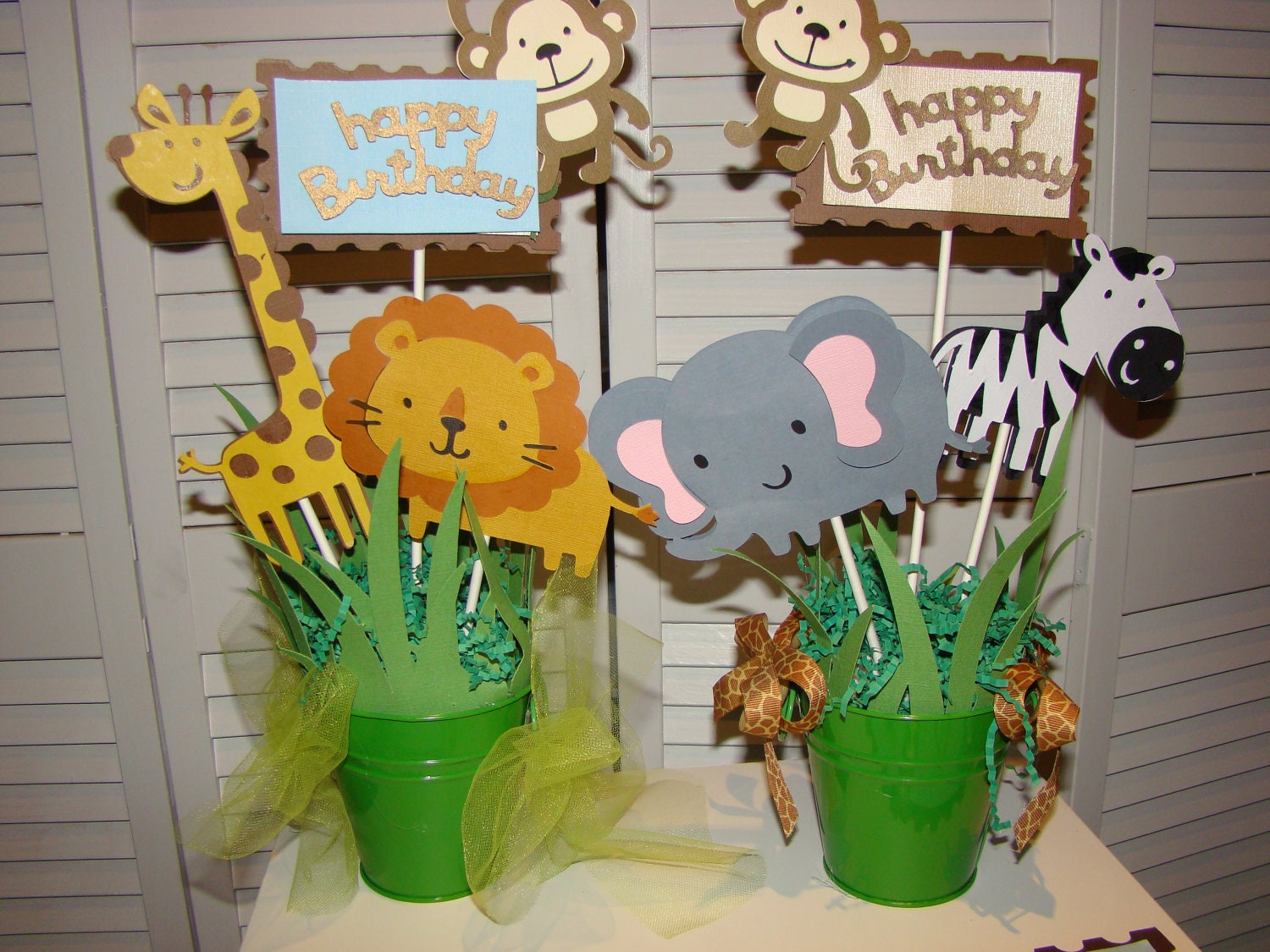 Jungle safari baby shower centerpiece first by pearlyskies for Animal decoration