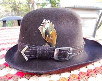 Geo Bollman mid century ladies wool felt hat buckle feather