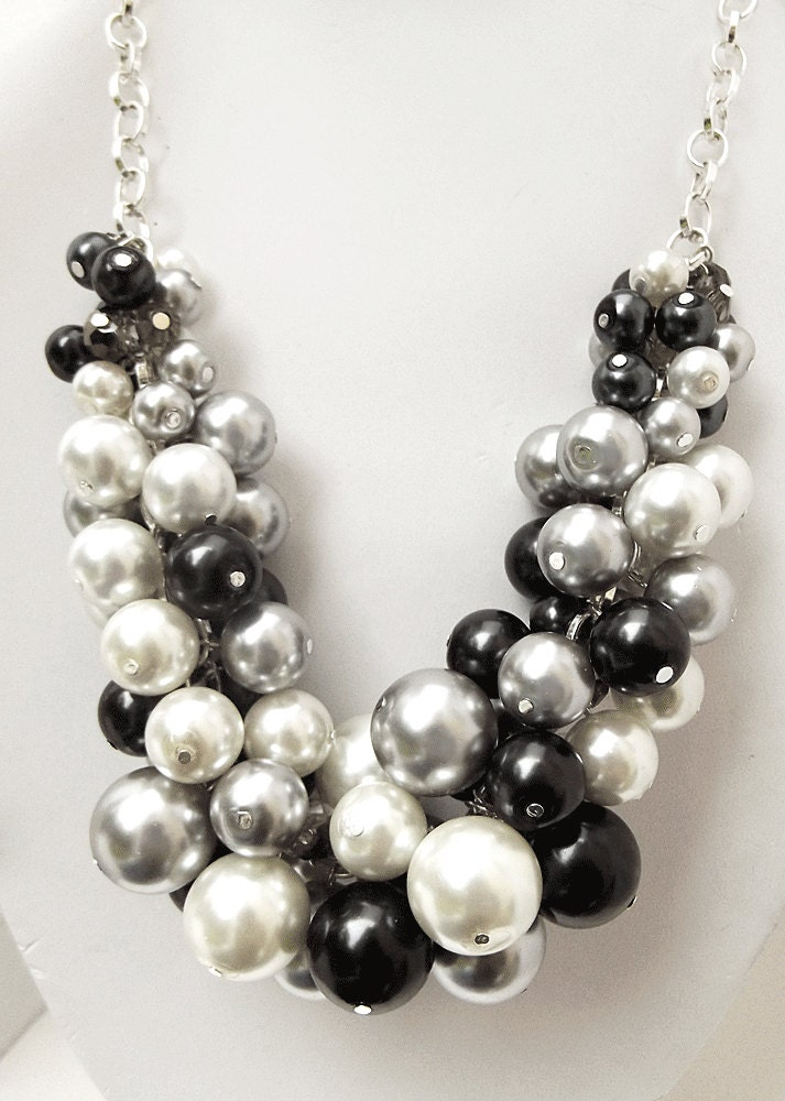 chunky beaded necklace pearl statement necklace black white. Black Bedroom Furniture Sets. Home Design Ideas