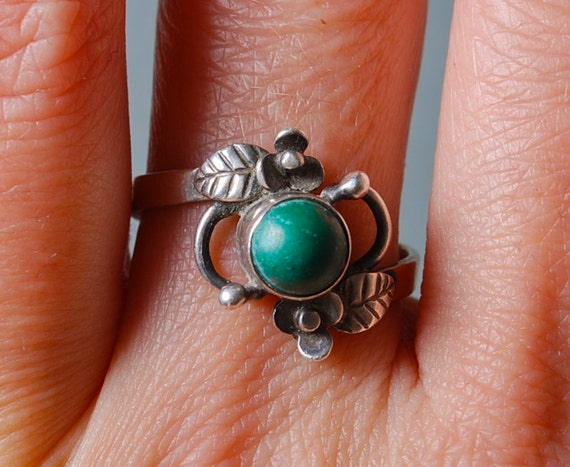 Vintage sterling silver 875 ring with malachite gemstone, Size 8