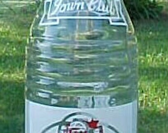 1963 Town Club Sparkling Beverages Manchester Bottling Co. Manchester, Conn. , Clear ACL Painted Label Crown Top Soda Bottle