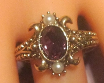 Vintage Gold Ring With Purple Rhinestone & Pearls - Size 8.5 - R-236