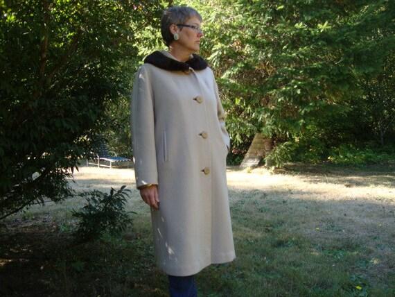 Women's Classic 1960s  Fur-Collar Wool Coat