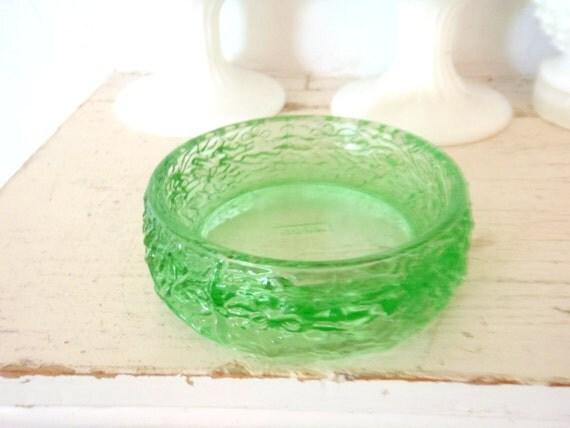 Soap dish vintage bathroom green glass avon soap dish for Green glass bathroom accessories