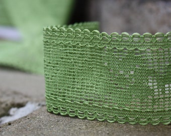 5 Yards = 4.57 Meters of Green Lace