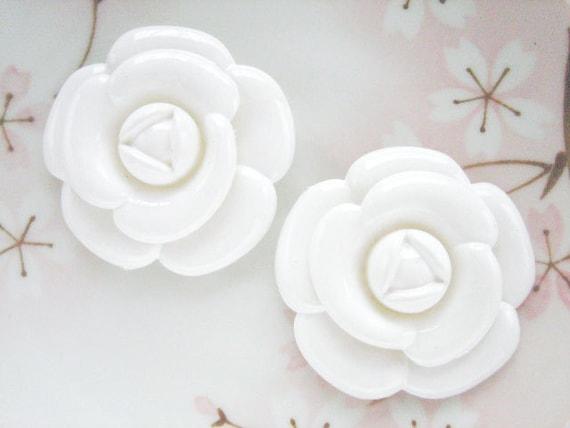2pcs - XL White Camellia Decoden Cabochon (49mm) FXL10004