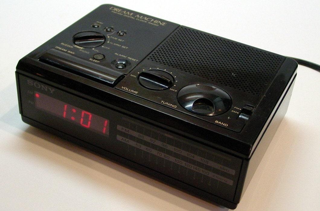 vintage 1980 39 s sony digital clock alarm am fm radio dream. Black Bedroom Furniture Sets. Home Design Ideas